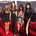 Carla DiBello con las hermanas Kardashian