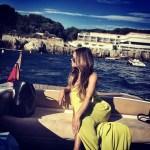 Carla DiBello disfrutando el sol y el mar
