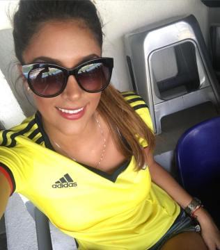 Daniela Ospina apoyando la seleccion Colombia