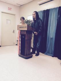 Poeta Abel D'Andrea, del colectivo Algo Que Decir, junto a la joven poeta compartiendo palabras escritas en conjunto.
