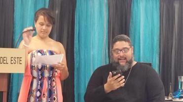 Poeta 'Tio' Lionel A. Santiago Vega, del colectivo Algo Que Decir,junto a la Niña Musa
