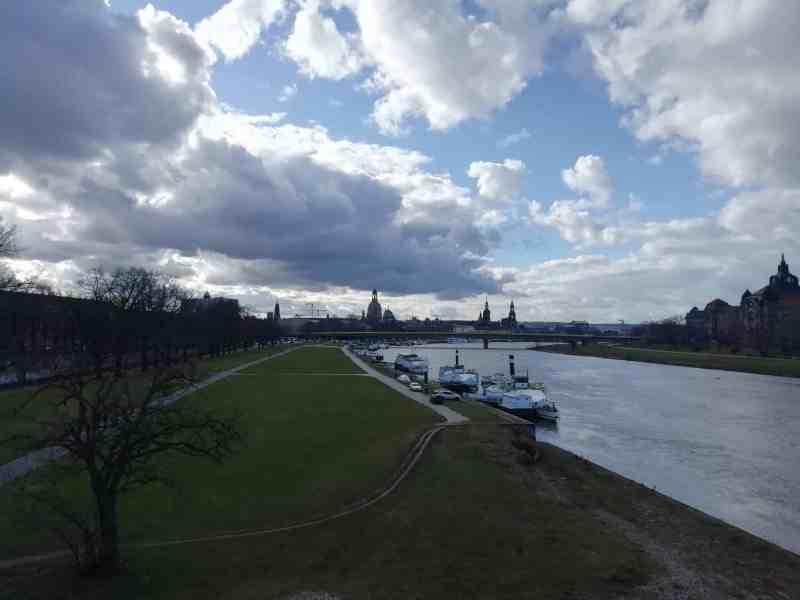 Blick von der Albertbrücke auf die Elbe