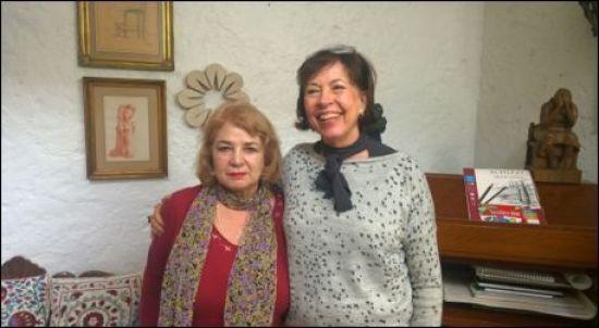 La autora con Yvonne Domenge en su taller