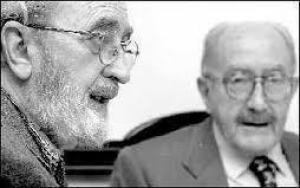 El poeta Ángel González y Emilio Alarcos llorach