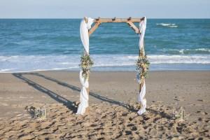 arche-mariage-plage-mer-sable-lasoeurdelamariee-blog-mariage