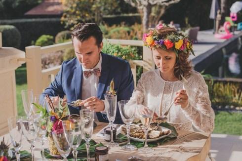 Manger des huîtres à un mariage