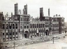 Il vecchio municipio nel 1871.