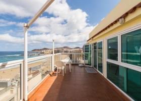 Penthouse apartment with views of Las Canteras beach