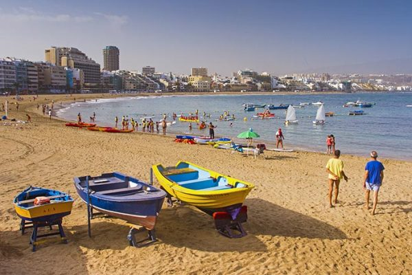 Las Canteras beach is a big reason why foreign buyers are looking at the Las palmas property market