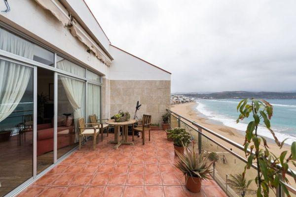 For sale: Beachfront Las Canteras penthouse apartment in Las Palmas de Gran Canaria