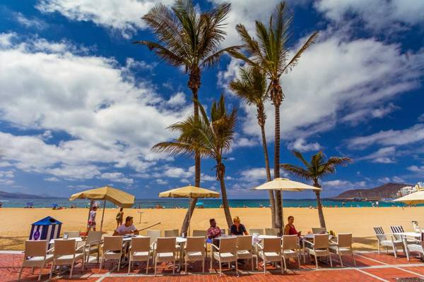 Las Palmas bars with outdoor tables face strict new rules