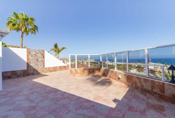 For Sale: San Agustín house with terrace and sea views