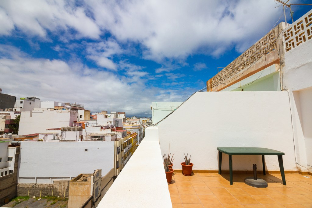 Shows large terrace of this top floor Las Palmas apartment