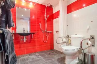 El Pleamar A Accessible bathroom