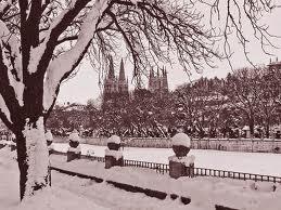 Burgos con nieve. el Rio Arlanzón