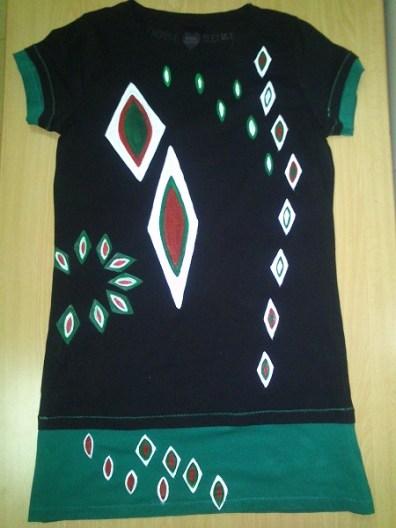 Camiseta pintada con motivos rombos