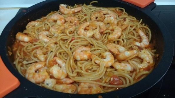 Espaguetis con langostinos y salsa de tomate casera (6)