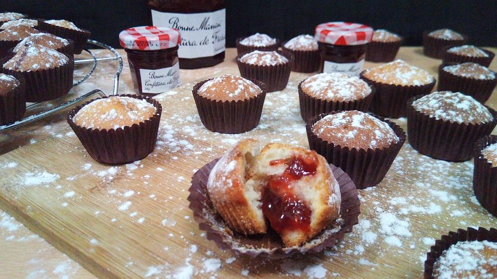 Muffins de queso con mermelada de fresa