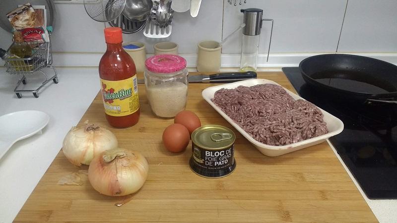 Hamburguesa con salsa valentina