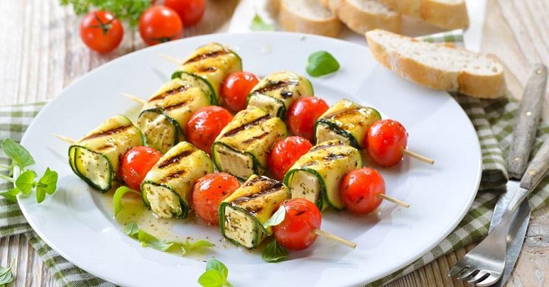 Brochetas de queso manchego y tomate