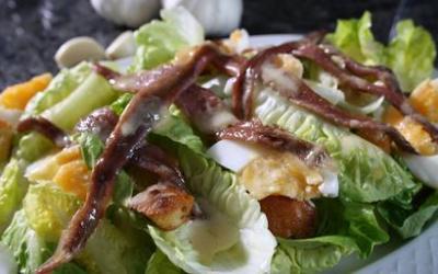 Recetas – Ensalada de lechuga, anchoas y huevo