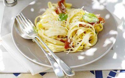 Recetas – Linguini cremoso con jamón, limón y albahaca