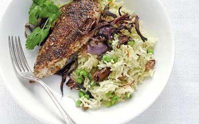 Recetas – Pollo con especias con arroz y cebolla roja crujiente