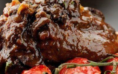 Recetas – Cordero con Tomates y Yoghurt Estilo Griego