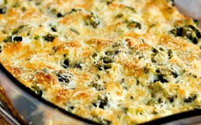 Gratinado de brócoli bajo en carbohidratos con suizo y parmesano (VIDEO)