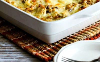 Cazuela de pavo baja en carbohidratos con champiñones, mozzarella y arroz de coliflor (video)