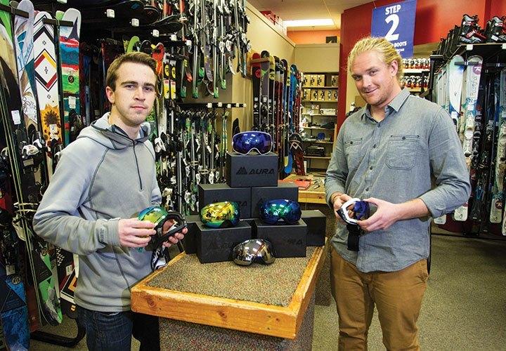 "U student startup, ""Aura Optics,"" create interchangeable lens ski goggles."