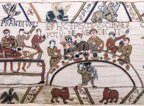 Dettaglio del banchetto di Guglielmo I d'Inghilterra. Arazzo di Bayeux.
