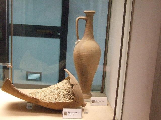 Anfore con residui di garum rinvenute a Pompei,Antiquarium di Boscoreale - Napoli