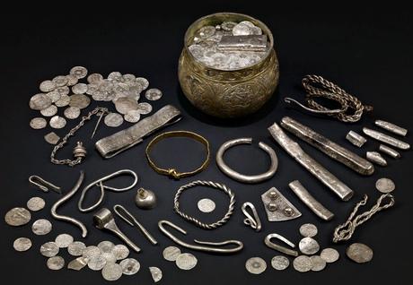 Conosciuto come il tesoro di Harrogate, il tesoro di Vale of York è stato rinvenuto nel North Yorkshire. Fotografia: Museo Yorkshire / I Trustees del British Museum