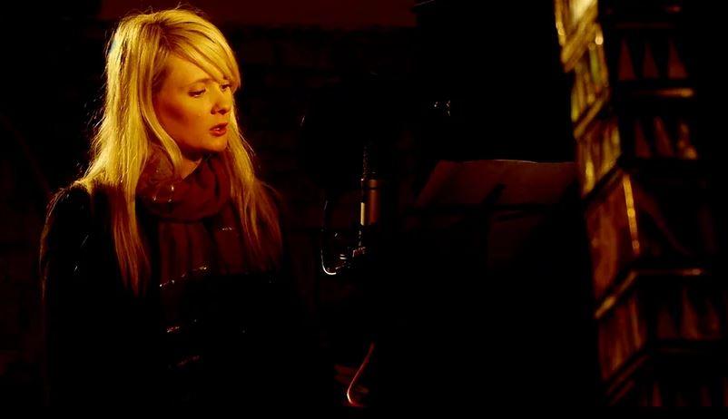 La compositrice e cantante Stef Conner durante la registrazione dell'album The Flood prodotto da Mark Harmer (Foto: http://www.stefconner.com/the-lyre-ensemble)