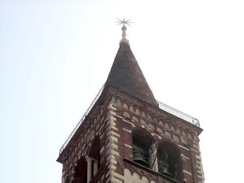 Sul campanile della Basilica di Sant'Eustorgio non è presente una croce ma una stella a otto punte: la Stella dei Magi.