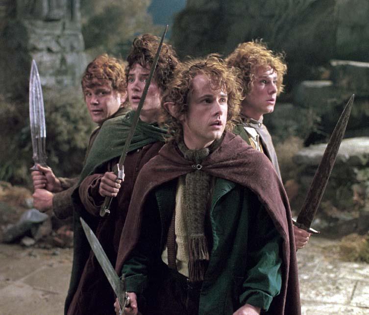 Gli hobbit con le loro spade