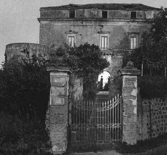 Il Castello di Alagno a Somma Vesuviana entrato in possesso della famiglia De Curtis nel 1691