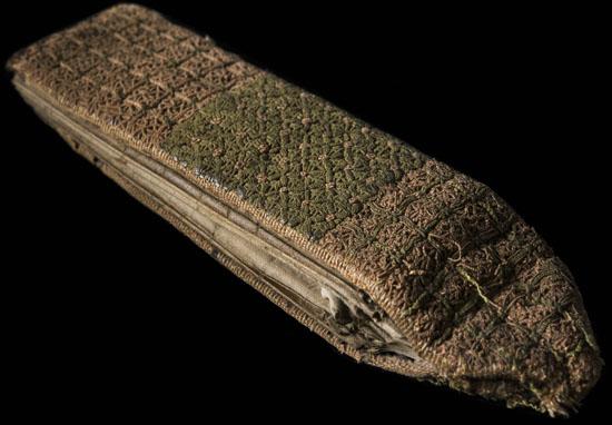 La rilegatura verde e rosa dell'Almanacco pieghevole (Foto: Wellcome Library, London)