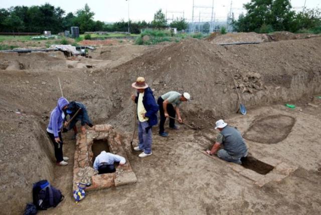 Lo scavo nel sito di Viminacium, circa 100 km a est di Belgrado. 8 agosto 2016. (Foto:. REUTERS/Djordje Kojadinovic)