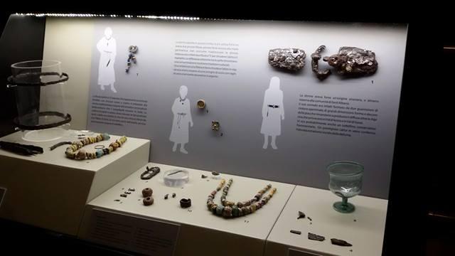 Corredi femminili longobardi dall'esposizione inaugurata ieri 22 ottobre 2016 al Museo Civico di Cuneo (Foto: Laura Richiardi)