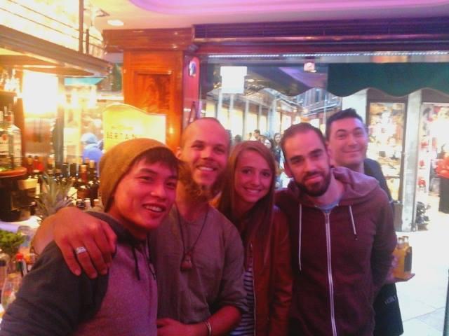 """Karel con nuovi amici in un """"bacaro"""" di Vanezia (Foto: http://sagy.vikingove.cz/)"""