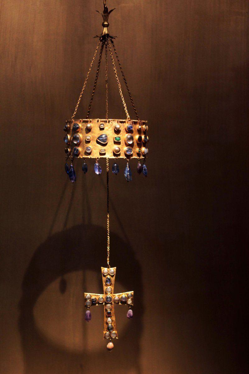 La corona votiva proveniente dal Tesoro di Guarrazar, Spagna, VII secolo