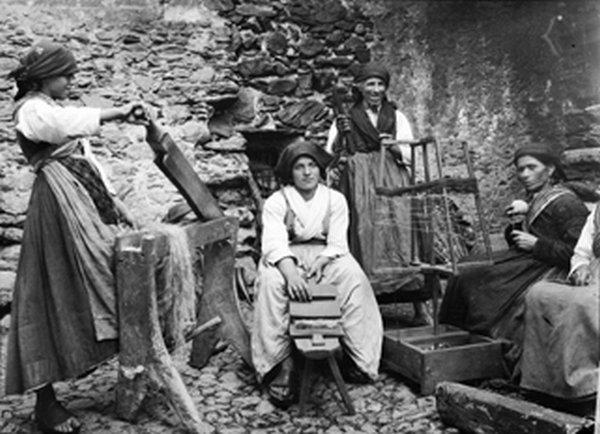 Lavorazione della canapa, Mello 12 agosto 1920. (Foto: Paul Scheuermeier, dall'Archivio AIS foto n° [202] Istituti di Lingue e Letterature Romanze e Biblioteca Karl Jaberg, Università di Berna)