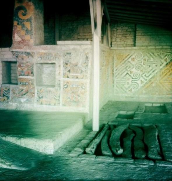 I resti della señora sono stati trovati nel 2005 nella huaca di Cao Vejo, dirimpetto a El Brujo, e hanno svelato per la prima volta l'esistenza di una donna di potere presso i Moche. Morta, probabilmente di parto, intorno al 400 d. C.. venne sepolta con la sua ancella e un ricchissimo corredo (Foto: style.cnlive.it)I resti della señora sono stati trovati nel 2005 nella huaca di Cao Vejo, dirimpetto a El Brujo, e hanno svelato per la prima volta l'esistenza di una donna di potere presso i Moche. Morta, probabilmente di parto, intorno al 400 d. C.. venne sepolta con la sua ancella e un ricchissimo corredo (Foto: style.cnlive.it)