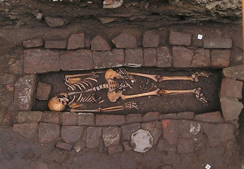 I resti della madre e del feto in situ (Foto: Pasini et al. 2018 / World Neurosurgery)