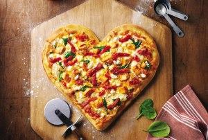 Пицца в форме сердца сделать самому, Пицца в форме сердца рецепт, Пицца в форме сердца как приготовить, Пицца в форме сердца на день святого валентина, Пицца в форме сердца на день всех влюбленных