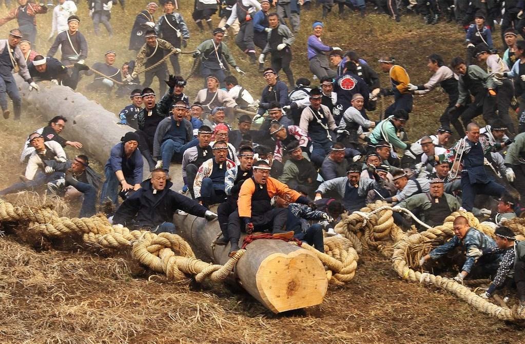Le Festival Onbashira, le festival le plus dangereux du japon