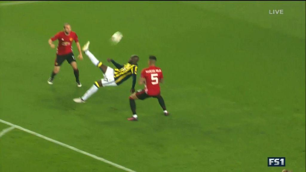 Moussa Sow marque sur une merveille de retournée contre United