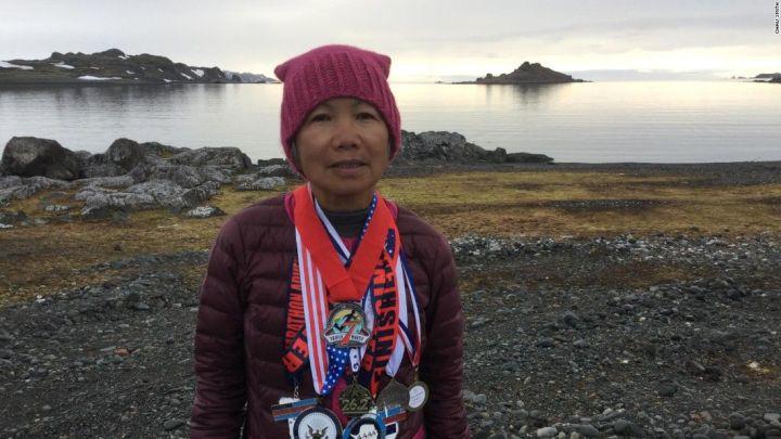 À 70 ans, Chau Smith court 7 marathons en 7 jours sur 7 continents